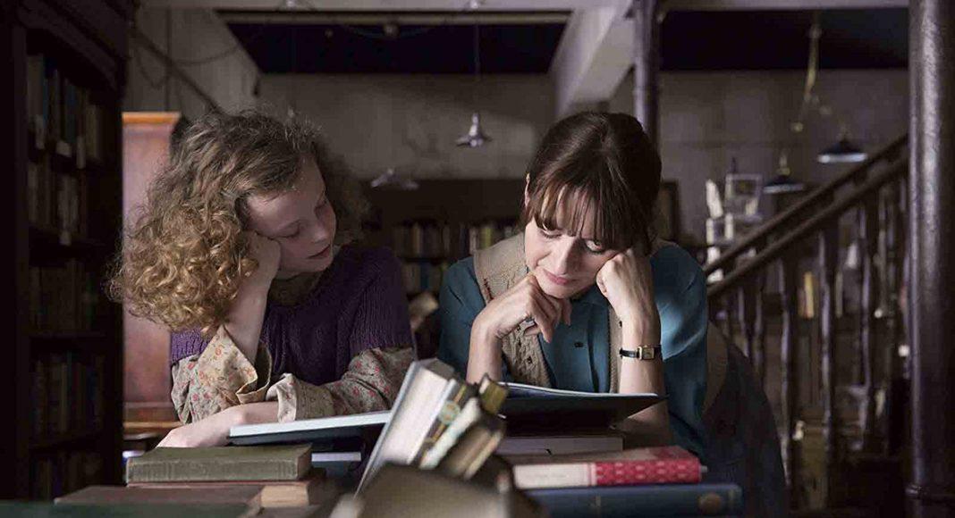 Στιγμιότυπο από την ταινία «Το Βιβλιοπωλείο της Κυρίας Γκριν «Το Βιβλιοπωλείο της Κυρίας Γκριν»