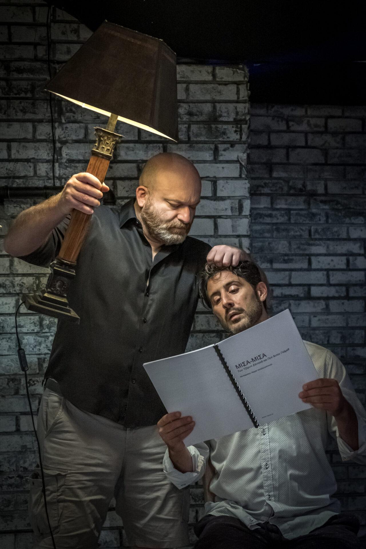"""Η απρόβλεπτη κωμωδία«Μισά-μισά»(""""MitadyMitad"""") των ΚαταλανώνJordiSánchez&PepAntonGómez,σε σκηνοθεσίαΔημήτρη Μυλωνάκαι πρωταγωνιστές τουςΛευτέρηΕλευθερίουκαιΑντώνη Κρόμπα"""