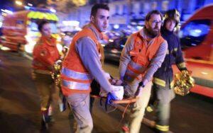 Οι δρόμοι στο Παρίσι μετά την επίθεση.