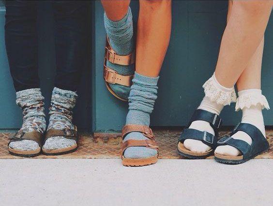 Δείξε μας τις κάλτσες σου
