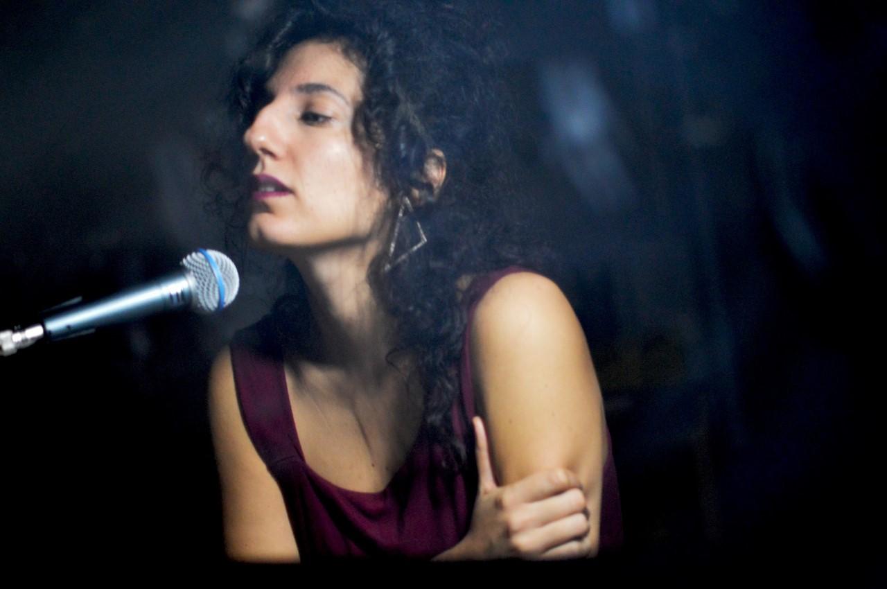 Irini Qn sings
