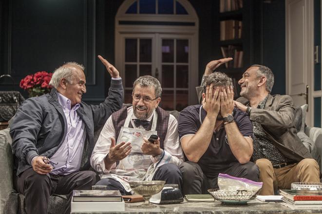 Το «Δείπνο ηλιθίων» έρχεται για 6 Online Streaming παραστάσεις