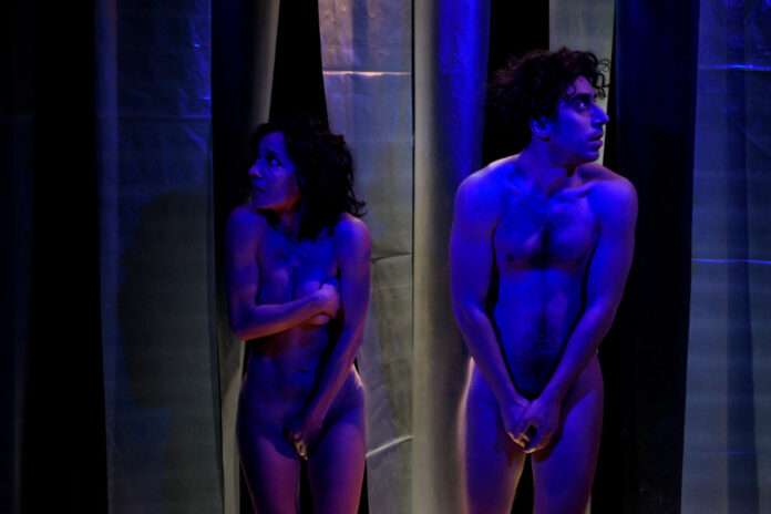 γυμνό στο θέατρο